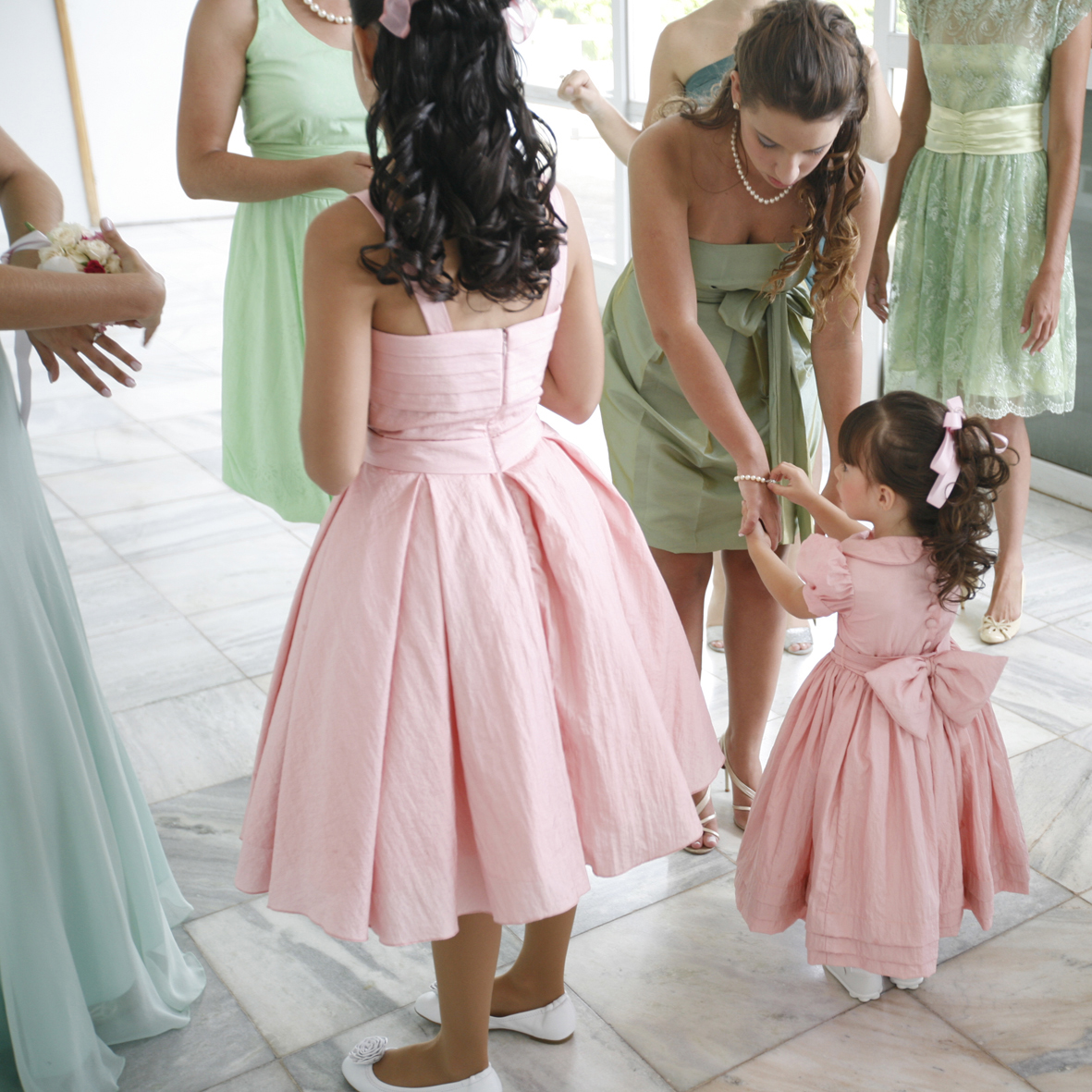 How to choose bridesmaids dress full guide weddings spirit how to choose bridesmaids dress full guide3 ombrellifo Images