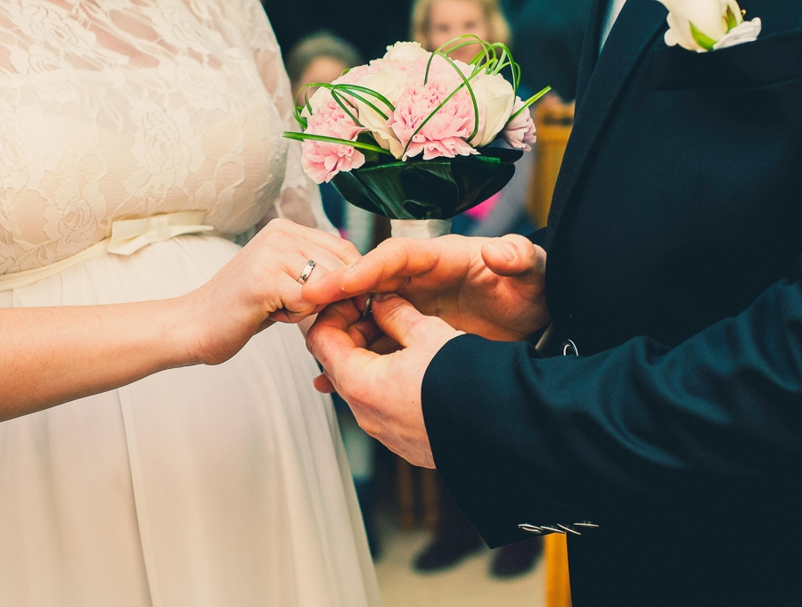 How to Split the Wedding Expenses